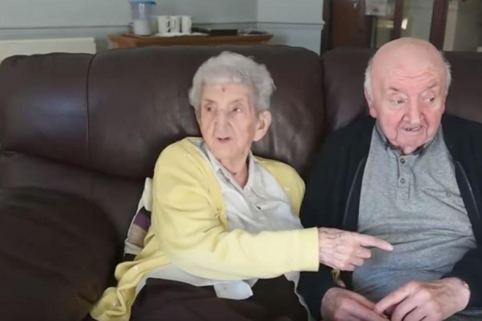 Sie leben zusammen im Altersheim doch einer der beiden ist das Kind  TAG24