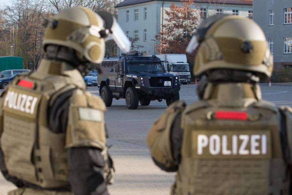 Nach Schssen aus Auto SEK und Polizei strmen mehrere