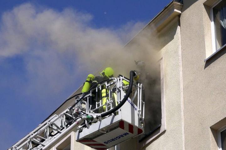 Wohnung nach Brand in Mehrfamilienhaus unbewohnbar  TAG24