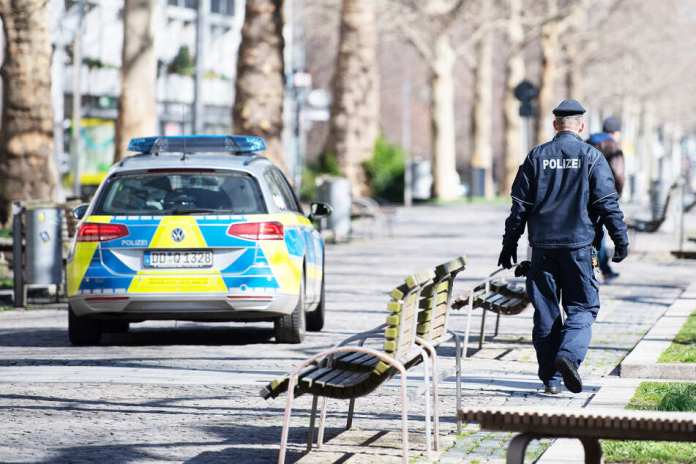 On Monday, the Dresden police had over 50 Corona missions.