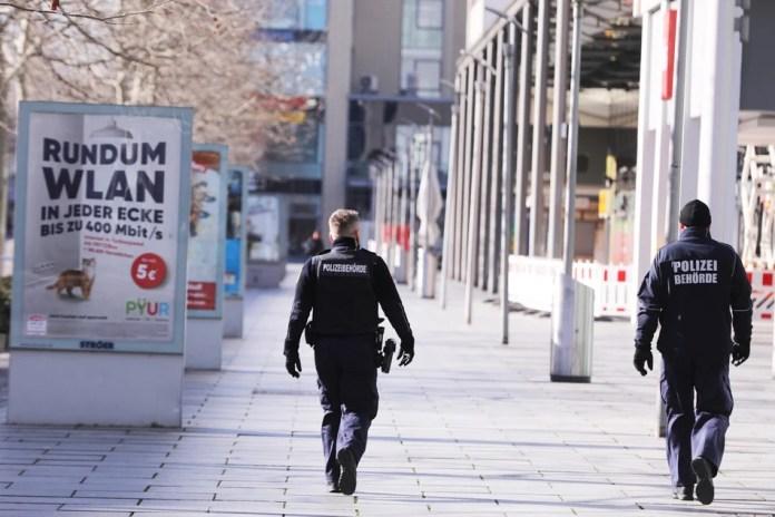 The public order office patrols the Prager Straße.