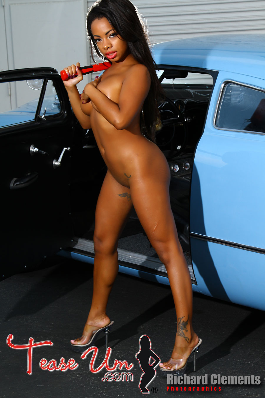 Jo Bunny Radiant Babe With Classic Cars
