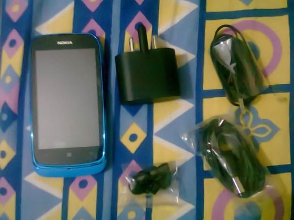 Nokia_Lumia_610_In_Box_Contents