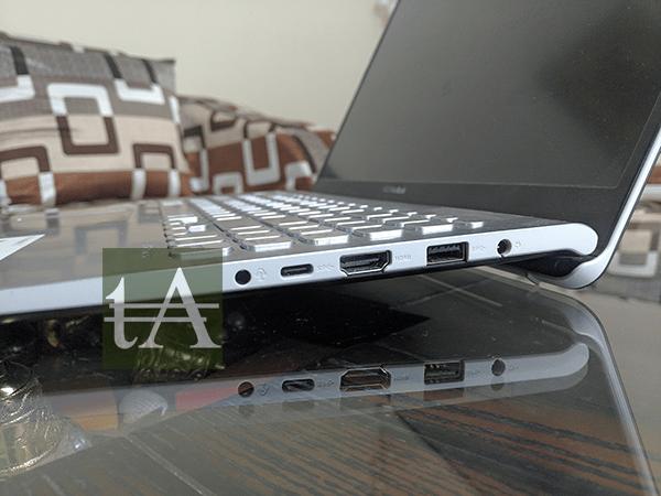ASUS VivoBook S15 S530U Right Ports