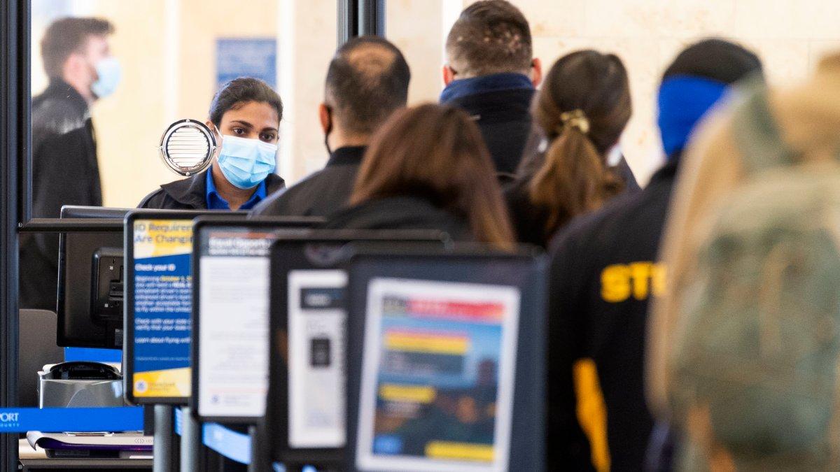 Cuomo: la norma de cuarentena para viajeros nacionales que entran a Nueva York finaliza el 1 de abril