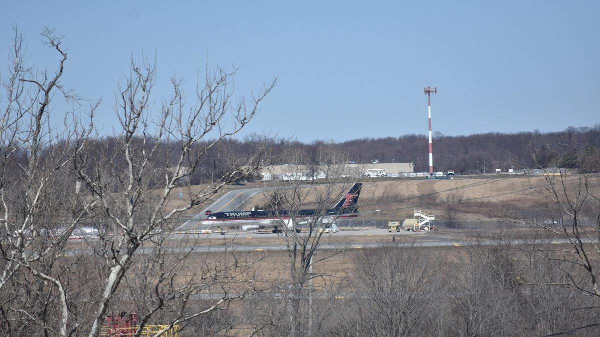 Informe: el avión del expresidente Trump fue abandonado en un aeropuerto de NY