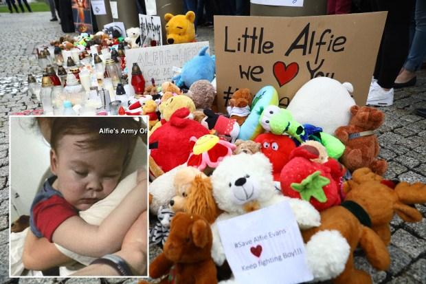 Fallece el pequeño Alfie, el bebé que sufría una enfermedad degenerativa