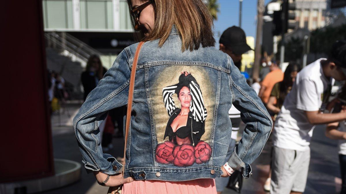 Fanáticos de Selena celebran el que hubiera sido su cumpleaños 50