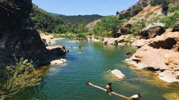 Piscinas, lagos y cataratas para refrescarte este verano
