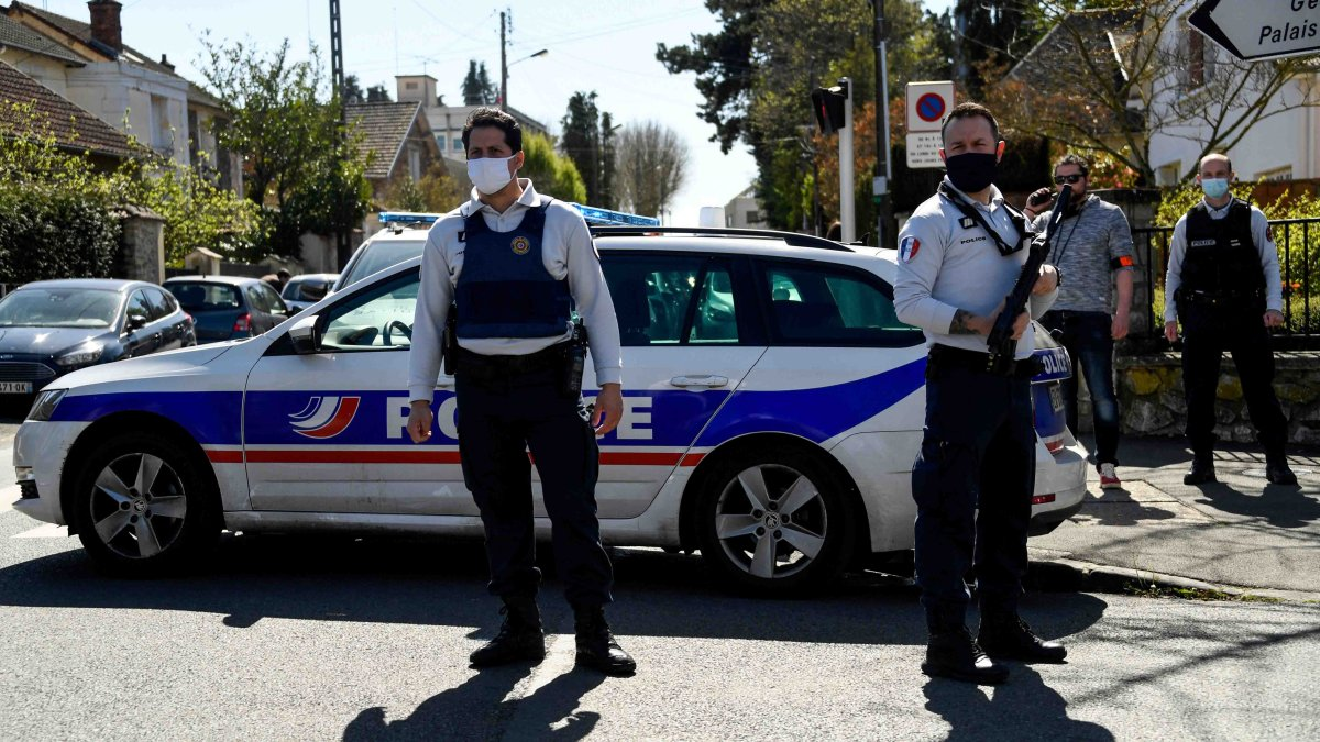 France: deadly knife attack on police officer would be a terrorist attack