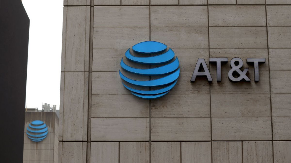 AT&T announces Agreement with Discovery to combine Operations