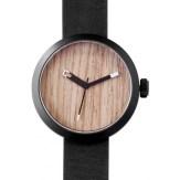 montre Clomm noir, fond bois clair, bracelet cuir noir