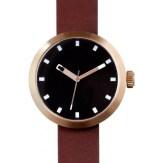 montre Clomm or rosé, fond noir, bracelet cuir marron
