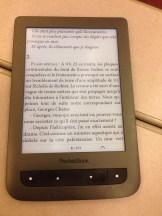 en pleine lecture sur la pocketbook touch lux 2