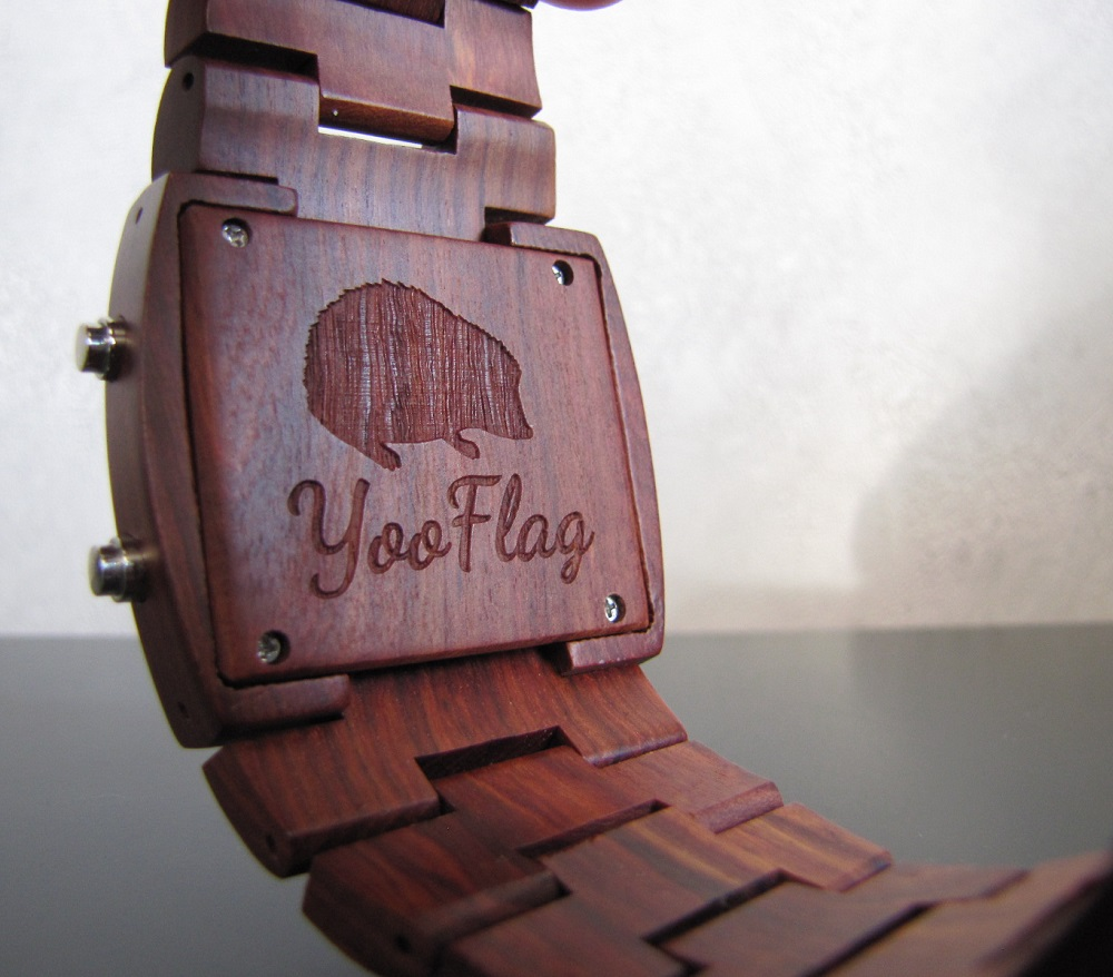 herisson yooflag au dos de la montre forest
