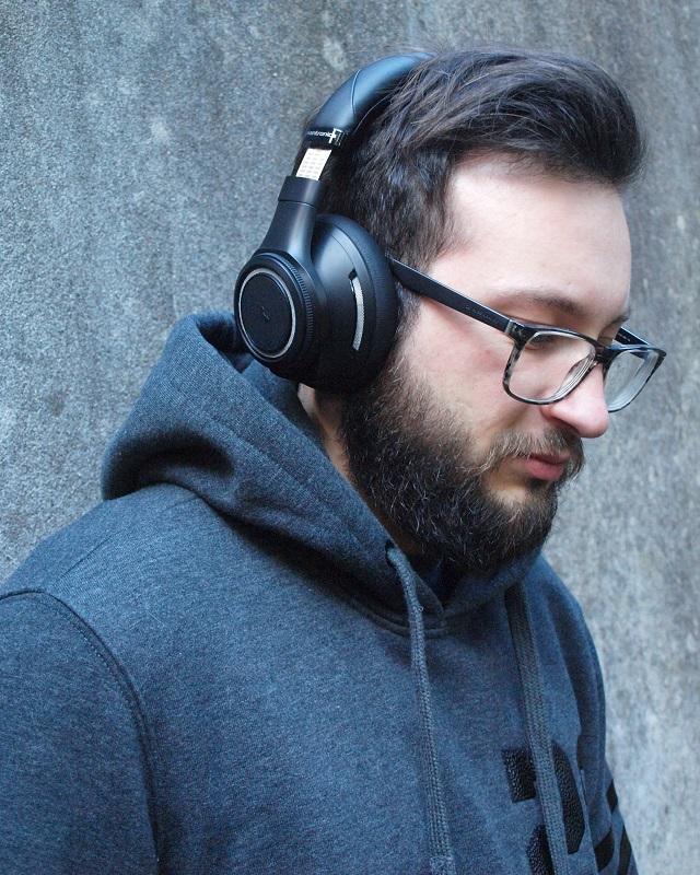 Le barbu aime la musique