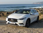 Infiniti Q30 moonlight white