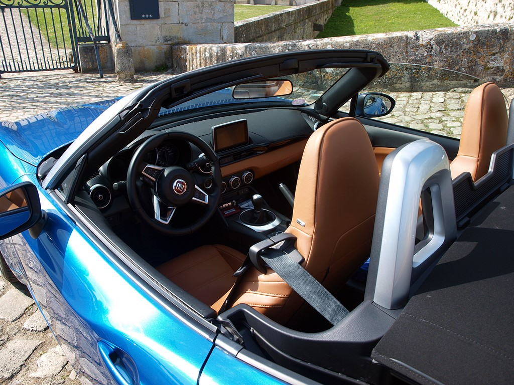 fiat 124 spider interieur