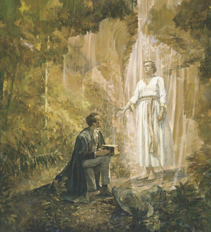 """La pintura """"José Smith recibe las planchas de oro"""" por el artista Kenneth Riley."""