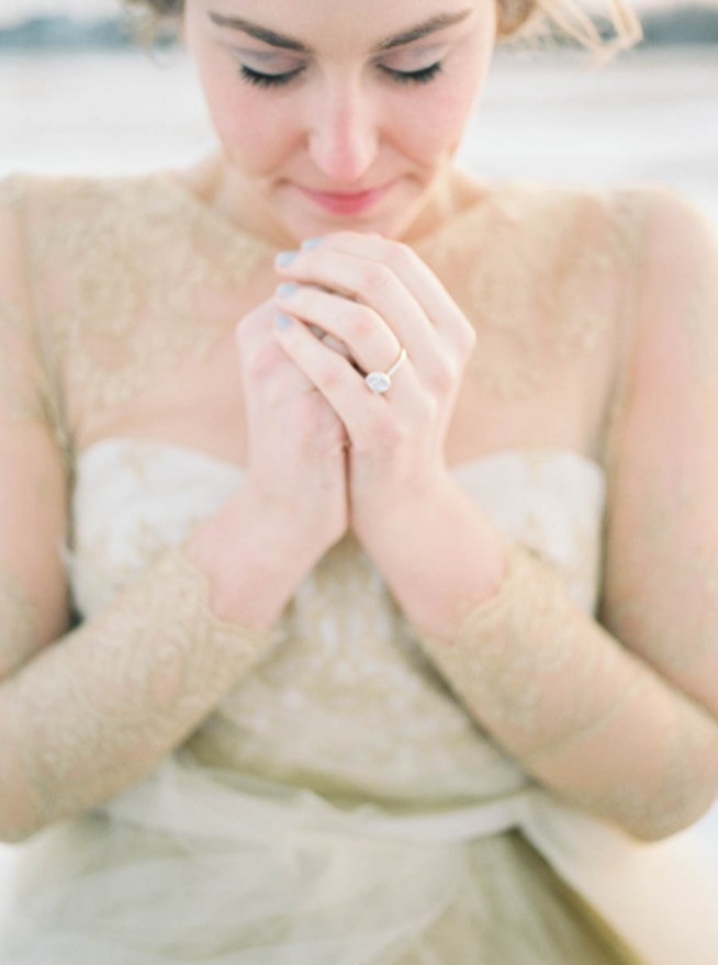 vintrig bröllopsinspiration i blått och guld från bröllopsfotograf Jake Anderson