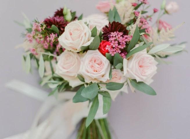 Brudbukett i rosa toner