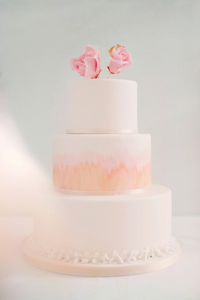 bröllopstårta med rosa rosor erika gerdemark