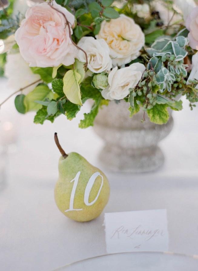 päron som bordsnummer till bröllopsdukningen