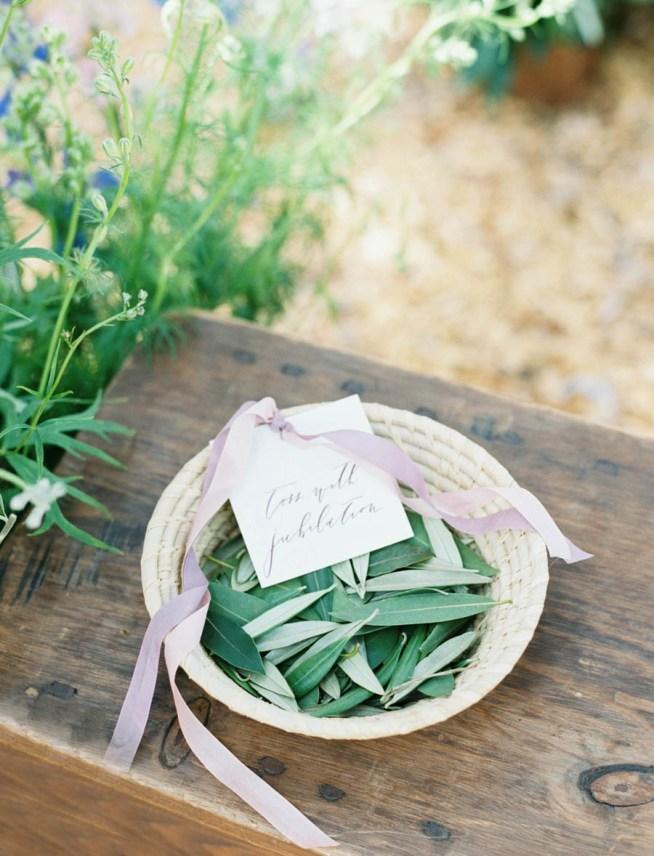 kasta olivblad istället för ris