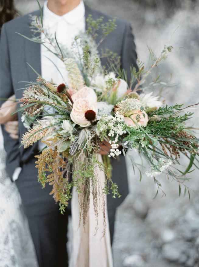 brudbukett med exotiska blommor