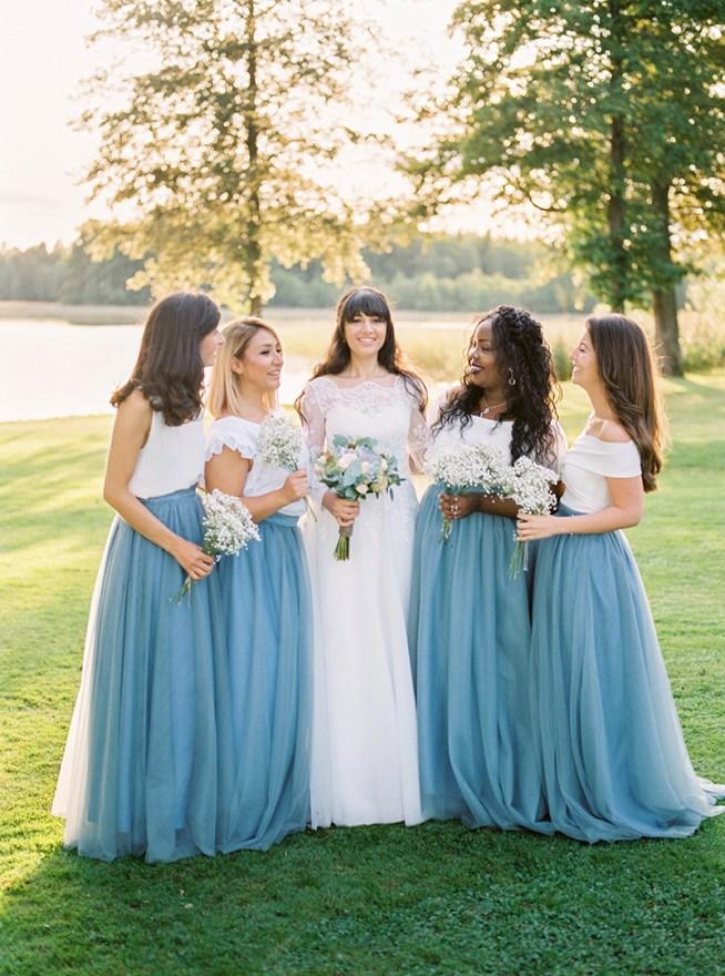 Tärnklänningar i grå tyllkjolar 2 Brides Photography