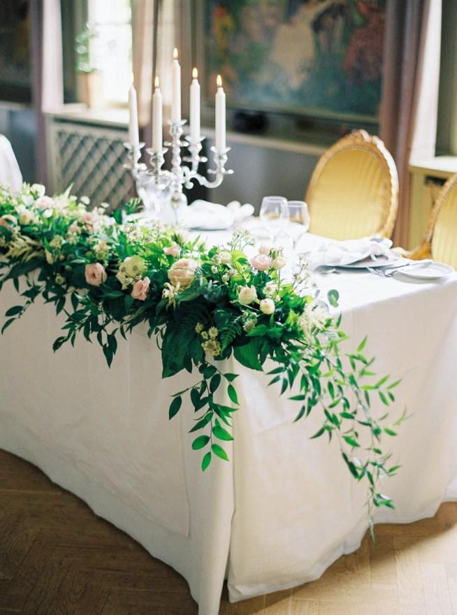 bröllopsdesign med mycket blommor the wild rose