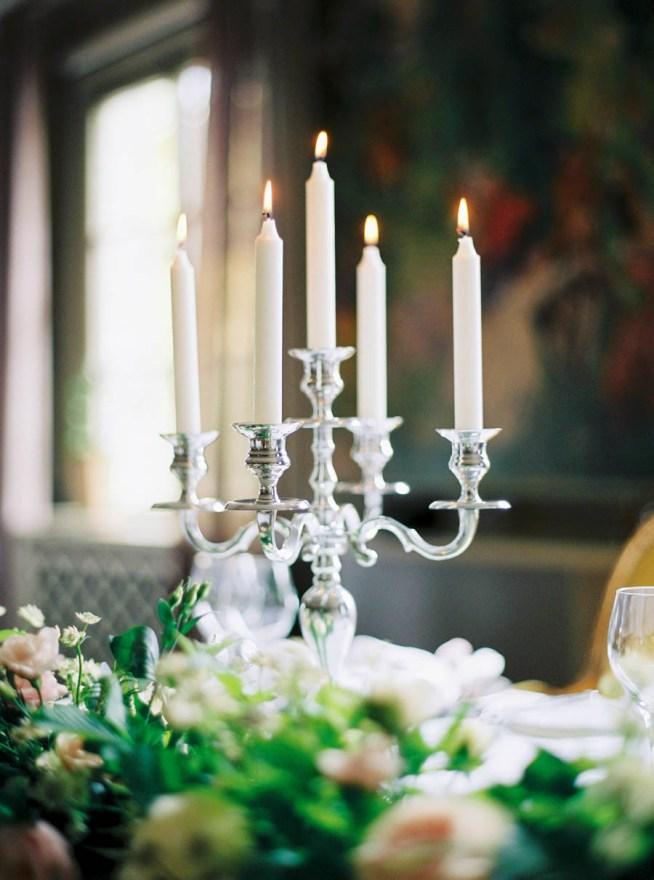 bröllopsdukning med kandelaber