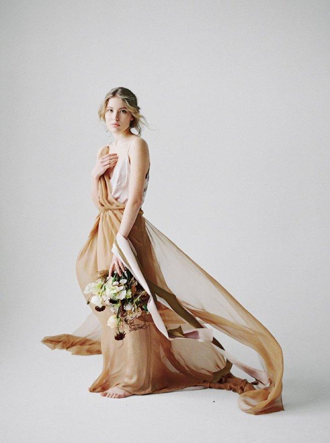 färgad brudklänning