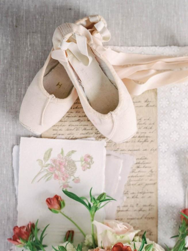 bröllopsdetaljer i rosa toner