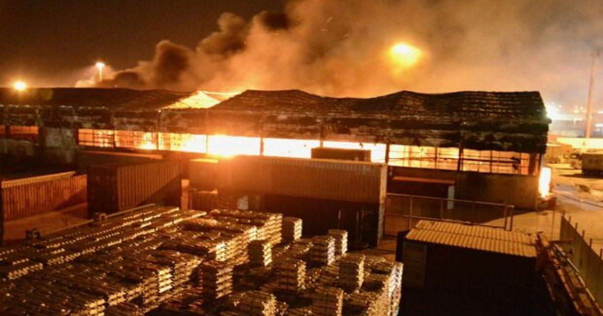 Incendio Devasta Il Porto Di Ancona Scuole Chiuse Non