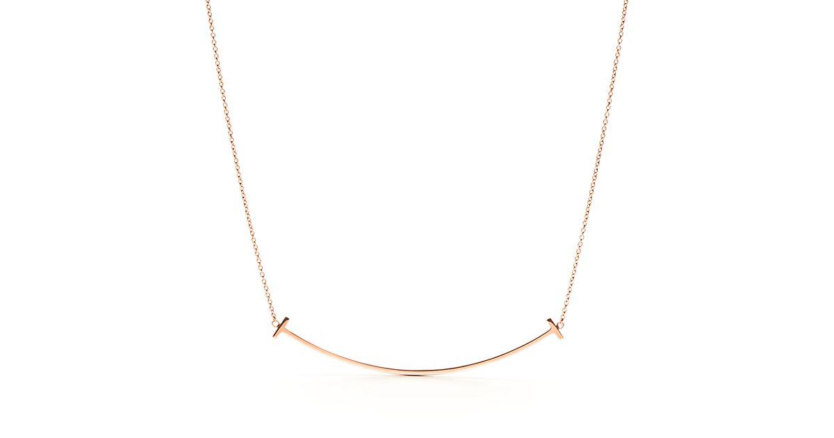 Tiffany T系列18K玫瑰金迷你微笑鍊墜。 | Tiffany & Co.
