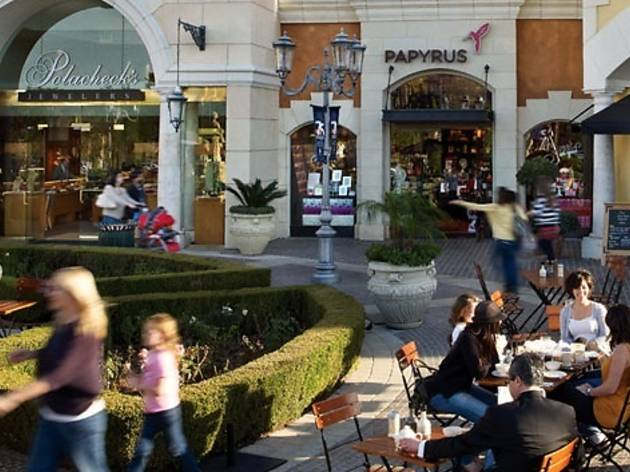 The Commons At Calabasas Shopping In Calabasas Los Angeles