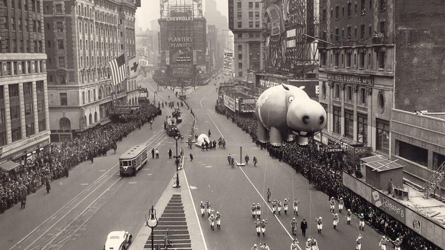 Snoopy Fall Wallpaper Vintage Photos Of The Macy S Thanksgiving Day Parade In Nyc