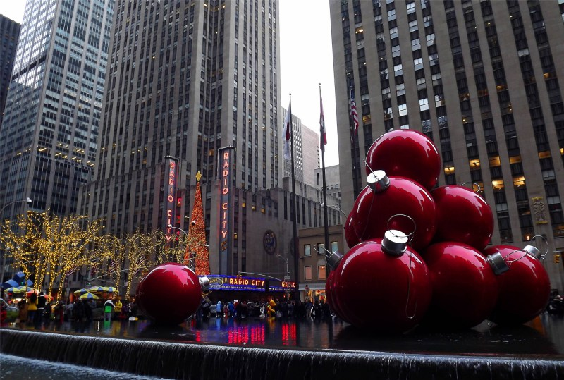When does new york put up christmas decorations for When does new york start decorating for christmas
