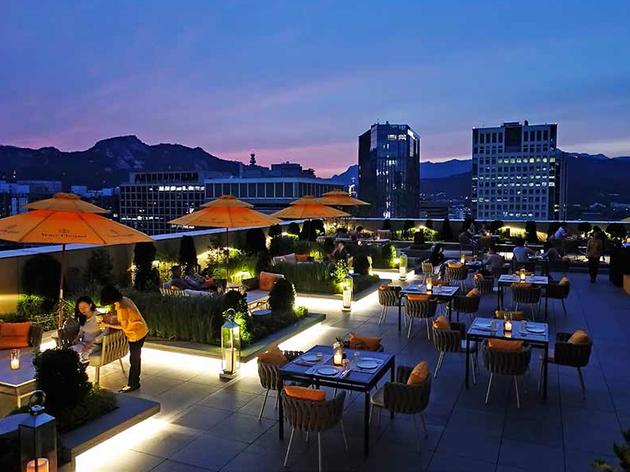 Four Seasons Hotel Seoul Garden Terrace Restaurants In Seoul