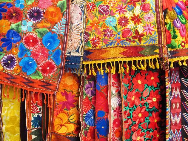 Fiesta de las Culturas Indgenas Pueblos y Barrios