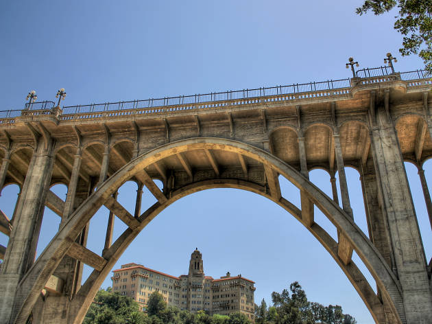 """Pasadena's """"Suicide Bridge"""""""