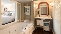 Hotels with Jacuzzi in Room in Los Angeles