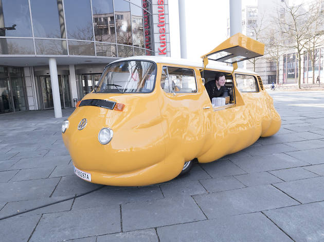 Erwin Wurm, Hot Dog Bus