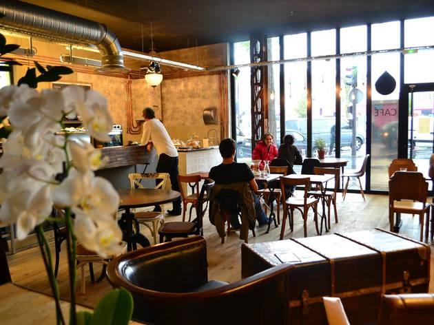 Spots to Visit in Paris, France: Café Lomi | Restaurants in Mairie du 18e, Paris