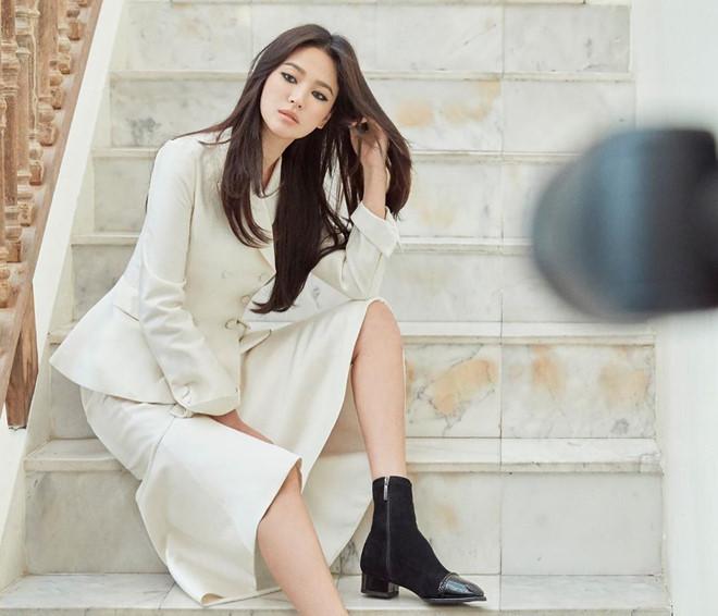 Song Hye Kyo có động thái lạ khi Song Joong Ki cười đùa bên người khác 3