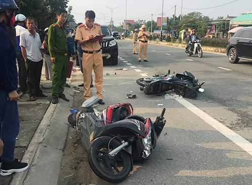 Siêu xe ở Hà Tĩnh tông vào 2 xe máy khiến 1 người tử vong 2