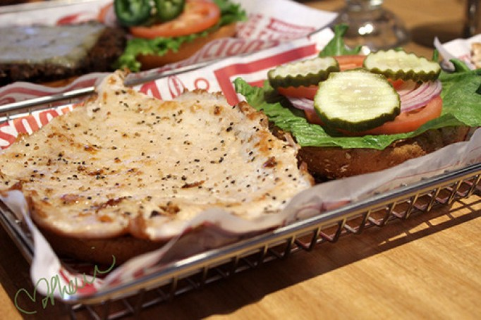 Pic of Smashburger chicken sandwich