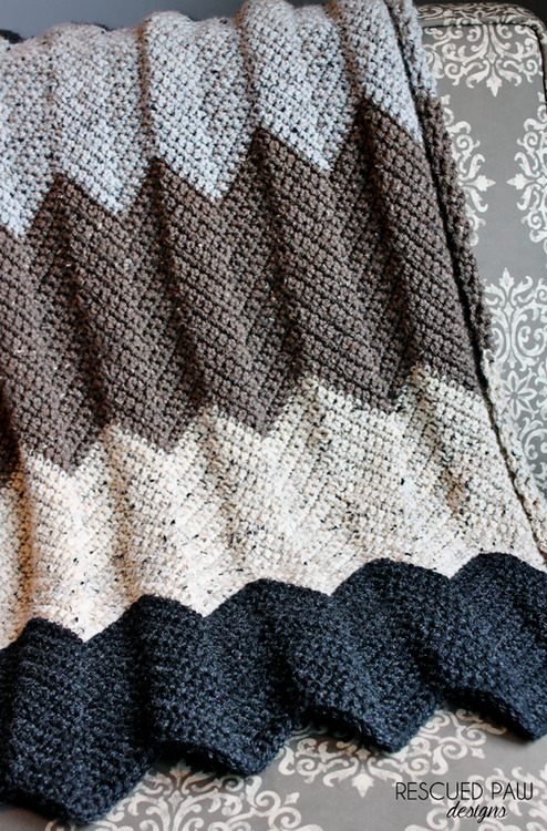 FREE Crochet Throw Blanket Patterns featured by top US crochet blog, Flamingo Toes: Chevron Crochet Blanket Pattern :: Rescued Paw Designs