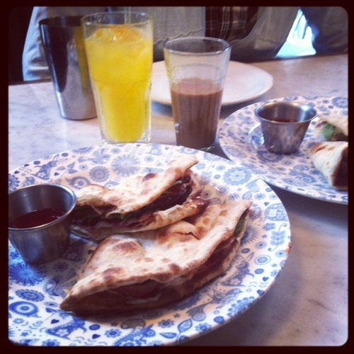 Bacon naan roll, Dishoom
